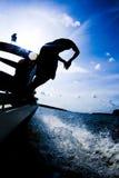 Tuffandosi dalla barca 2 Fotografie Stock Libere da Diritti
