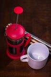 Tuffatore e tazza del caffè fotografia stock