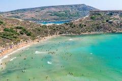 Tuffieha fjärd Sandy Beach, Malta Royaltyfri Bild