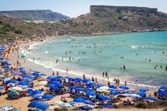 Tuffieha fjärd Sandy Beach, Malta Arkivfoton