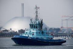 Tug Apex Sailing auf Southampton-Wasser stockbilder