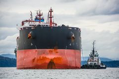 Bulk Carrier with Tug Assist royalty free stock photos