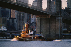 Tug boat. Under Brooklyn Bridge, New York Stock Images