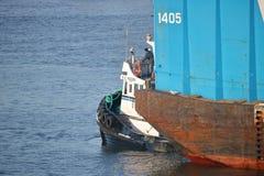 Tug Boat Captain och flodpråm Fotografering för Bildbyråer