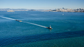 Tug boat tows a barge in the San Francisco Bay Royalty Free Stock Photos
