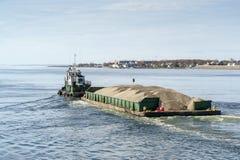 Tug Bucky que transporta a areia a Nantucket Foto de Stock