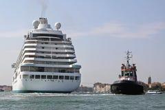 Tug cruise ship Royalty Free Stock Photos