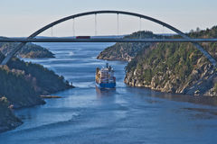 Tug hebert are towing bbc europe out of the fjord Royalty Free Stock Photos