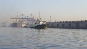 Tug Karachi Seaport stockfotos