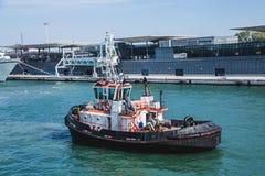 Tug Past Venice Port foto de archivo
