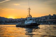 Tug Returns da port Fotografia Stock