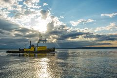 Tug with tow on Puget Sound Royalty Free Stock Images