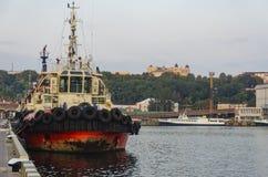 Tugboat θάλασσας πρόσδεση στο λιμένα στοκ εικόνες με δικαίωμα ελεύθερης χρήσης
