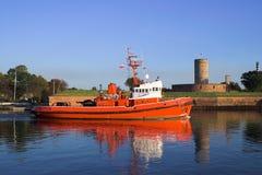 tugboat крепости предпосылки Стоковая Фотография