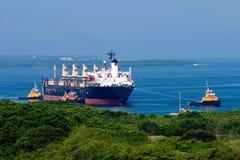 tugboat отбуксировки корабля Стоковое Изображение RF