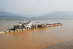 Tugboat with barge on the Yangtze Royalty Free Stock Photos