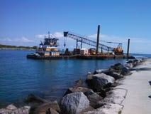 Tugboat, barka z żurawiem Zdjęcia Royalty Free