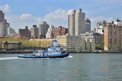 Tugboat on the East River in New York City Royalty Free Stock Photos