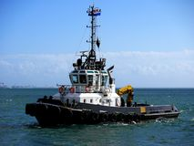 Tugboat On Maneuvers Royalty Free Stock Photos