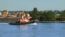 Tugboat na rzece Fotografia Royalty Free