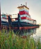 Tugboat na rzece zdjęcia stock