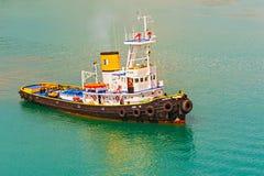 Tugboat w Piraeus, Grecja obrazy royalty free