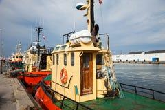 Tugboats που δένονται στο λιμένα, κανένας μέσα Στοκ εικόνες με δικαίωμα ελεύθερης χρήσης