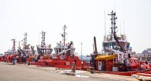 Tugboats που δένονται στο λιμένα της Γένοβας, Ιταλία Στοκ εικόνα με δικαίωμα ελεύθερης χρήσης