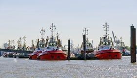 Tugboats σε έναν λιμενοβραχίονα στοκ εικόνες