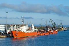 Tugboats σε μια σειρά στοκ εικόνες με δικαίωμα ελεύθερης χρήσης