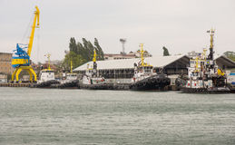 Tugboats χώρων στάθμευσης στο θαλάσσιο λιμένα Burgas, Βουλγαρία Στοκ εικόνα με δικαίωμα ελεύθερης χρήσης