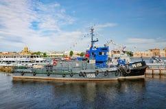 Tugboats cumowali przy Angielskim bulwarem przy Rosyjskim marynarka wojenna dniem Fotografia Royalty Free