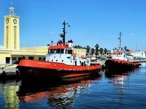 Tugboats na schronienie Rezerwowych obowiązkach obrazy stock