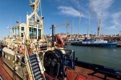 Tugboats przy à Rocha Conde De 'bidos Śmiertelnie w Lisbon Zdjęcie Stock