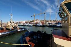 Tugboats przy à Rocha Conde De 'bidos Śmiertelnie w Lisbon Zdjęcia Stock