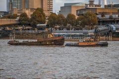 Tugg della barca di Londra il Tamigi Fotografie Stock