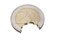 Tugga från euromynt Arkivfoto