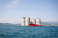 Tugs at the base oil platform Royalty Free Stock Photos