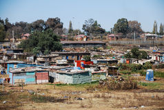 Tugurios en SOWETO, un municipio de Johannesburgo imagen de archivo
