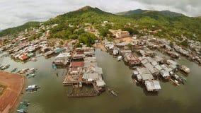 Tugurios filipinos en la playa Área pobre de la ciudad Coron PALAWAN filipinas almacen de video