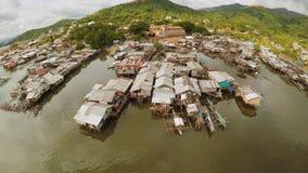 Tugurios filipinos en la playa Área pobre de la ciudad Coron PALAWAN filipinas metrajes