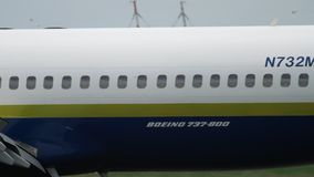 TUI μύγα Boeing 737 που προσγειώνεται απόθεμα βίντεο