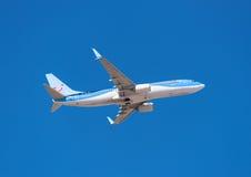 Tui Boeing 737-800 décolle de l'aéroport du sud de Ténérife le 13 janvier 2016 Tui, est une ligne aérienne allemande de coût bas Photographie stock libre de droits