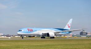 TUI boeing 787-9 dreamliner som startar precis att ta av på den Manchester flygplatsen Fotografering för Bildbyråer