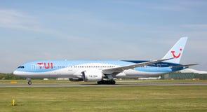 TUI Boeing 787-9 dreamliner właśnie zaczyna zdejmował przy Machester lotniskiem Zdjęcia Stock