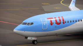 TUI Fly Boeing 737 åkande taxi slut Arkivbild