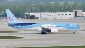 TUI flyger att åka taxi på den Munich flygplatsen, MUC, Tyskland