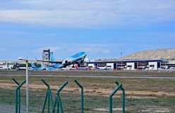Tui Thompsons Holidays Taking Off d'aéroport d'Alicante Images stock