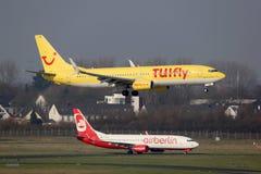 TUIfly和柏林航空波音737飞机杜塞尔多夫机场 免版税库存照片