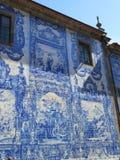 Tuile à un azulejo sur un mur de maison Photographie stock